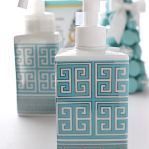 手洗いと消毒除菌はお揃いのボトルから♪洗面所空間が一気に素敵に‼︎【ポーセラーツ生徒様作品】