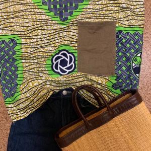 爽やか、アフリカ布のTシャツ
