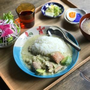 鶏肉とアボカドのグリーンカレー定食 #今日の社員食堂