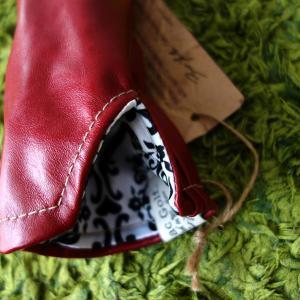 イリアックのユーティリティ用ヘッドカバー赤・黒2点を出品 Two iliac UT head covers for auction