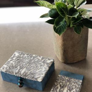 【カルトナージュ作品】 生徒さんの作品 蓋付きボックスとメモホルダー