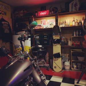 バイクガレージの一部をライトアップ!