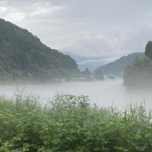 2020.7.29「川霧の中を切り裂くように走る飯山線」