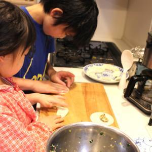 餃子作り。