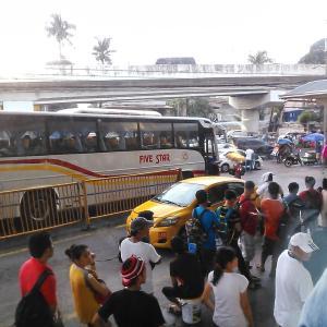 【動画】フィリピンの救急車が交通事故!運転下手が多い。
