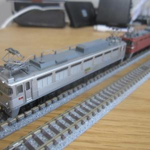 重連運用を考えて (tomix EF81形300番台二次形・400番台JR貨物仕様 入線)