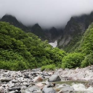 絶景の谷川岳 一の倉沢!ペットと一緒にお散歩するにはおすすめです。