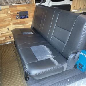 200系ハイエースのセカンドシート交換は簡単にできて座り心地もアップ