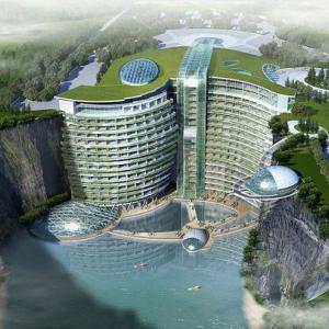 地下100メートルに建つ5つ星ホテル