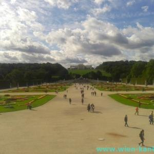 秋の空とシェーンブルン宮殿庭園