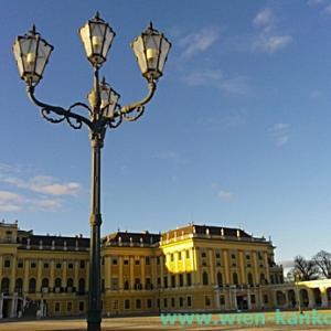 冬の青空とシェーンブルン宮殿