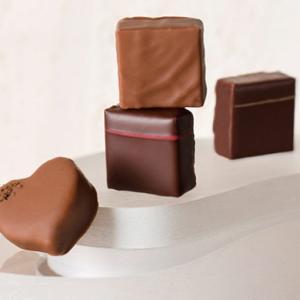 ラメゾンデュショコラのバレンタイン限定BOX「パリジュテーム」なめらかで繊細な詰め合わせ