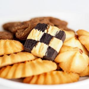 クリスマスのクッキー缶【通販】ポモロジーやノワドゥブールにアンファンなど贈り物にもピッタリな詰め合わせ