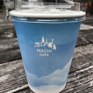 紙カップのアイスコーヒー