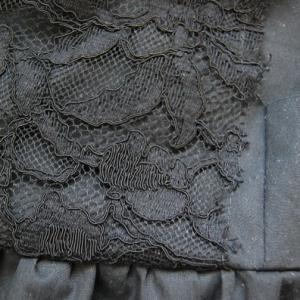 ねじり袖のブラックフォーマルワンピース