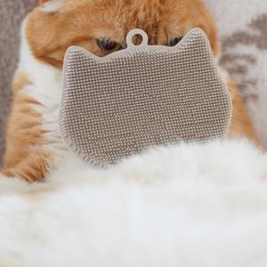 猫型シリコンブラシと匂いリセット