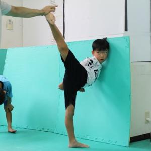 「横蹴り」(武道クラス如水)とおやびんバーガー
