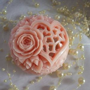 バラとハートの透かし。
