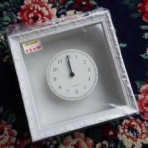 なんと!時計付きフレームが550円。