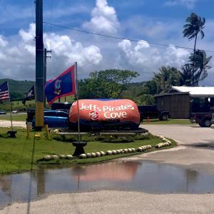 グアムの海風を感じるレストランでランチ/ Lunch @ Ocean Front Restaurant in Guam