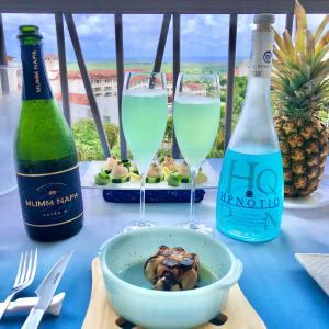パイナップルをバックドロップに/ Theme 「Hawaiian Blue」 Sunday Lunch