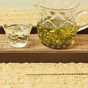 紅茶タルト味のアイス & 台湾碧螺春