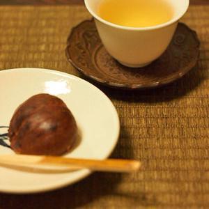 漳平水仙と栗菓子「邑落」