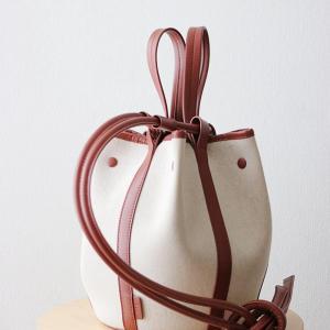 40代ファッションコーデ|意外と主張する○○カラーバッグを取り入れるポイント