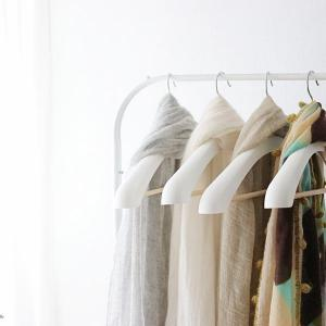 40代ファッション|スッキリ巻けてアレンジしやすい、オススメ!カシミアストールの特徴