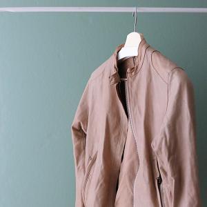 冬のレザージャケットコーデの防寒対策&スッキリ着こなすためのインナー選び。