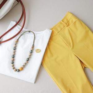 少ない服で色を楽しむ春のコーデ。