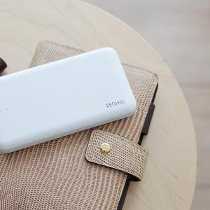 持ち歩きに便利なシンプルでコンパクトなスマホ充電器(モバイルバッテリー)