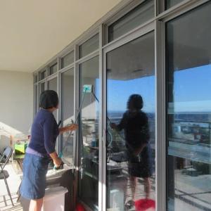 ガラス張りマンションの窓拭き~残り52枚