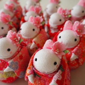 【高山うさぎ舎さんへの納品】新作の桜花飾りうさちゃん登場です