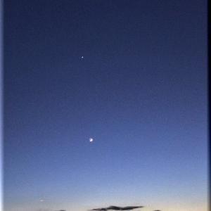 宵の明星(金星)と繊月(月齢2.5)
