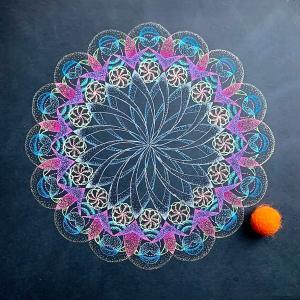 今週は だいだいいろ(オレンジ) 宙を奏でる点描曼荼羅画は交流の源?!