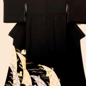 鴛鴦(おしどり)が刺繍であらわされた黒留袖のお仕立て!