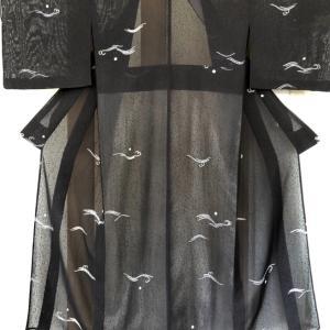 透け感がステキな黒地に絞り染めが粋な単衣のお仕立て!