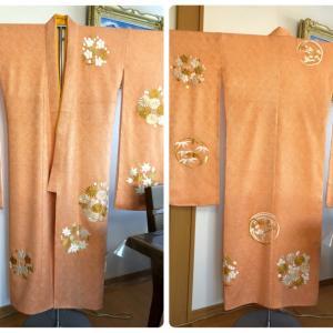 総しぼりに日本刺繍で花の丸が施された振袖を女児用にお仕立て!