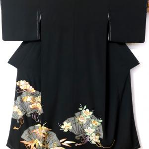 檜扇(ひおうぎ)に松、笹、橘があしらわれた黒留袖のお仕立て!