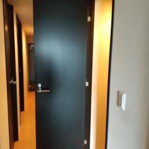 【掃除】トイレの扉と床掃除