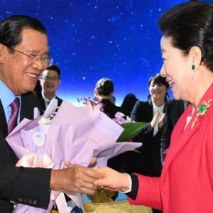 ワールドサミット訪韓のフン・センカンボジア首相、ムン大統領と面談... 両国の協力強化を約束