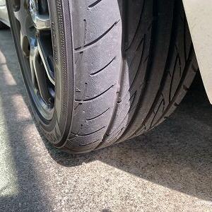タイヤの状態とパッド残量確認