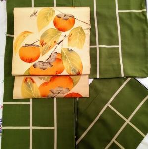 お召の着物に柿の帯