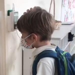 コロナ禍の取り組み : 非接触検温器の導入