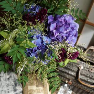 小雨降る紫陽花と珍至梅のブーケ