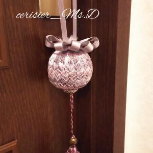 生徒さんの作品、スモッキングボールのドアノブ飾り