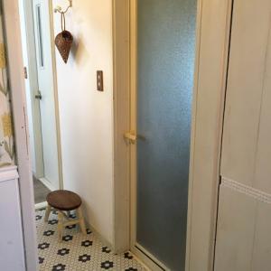 DIYでお風呂のドアを簡単リメイク
