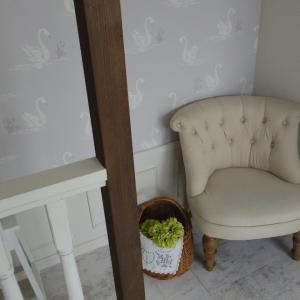 シミが出来てしまった布張りソファをペンキで塗ってみた結果