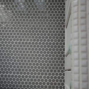 築古アパートのセルフリノベ~壁のタイルは丸♪